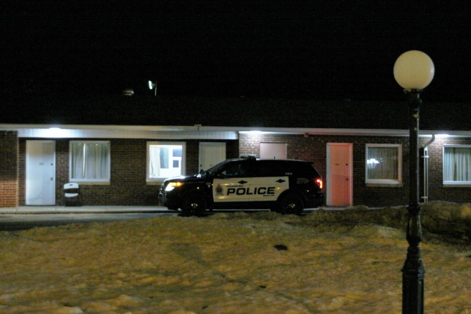 Thunder Bay police responded to an unspecified incident at the Kingsway Inn Sunday night. (Photos by Ian Kaufman, tbnewswatch.com)