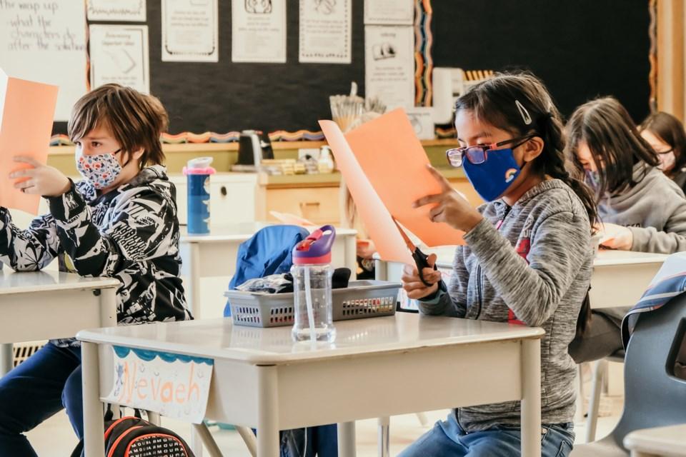 Virginia school board deadlocks on plan to extend online learning
