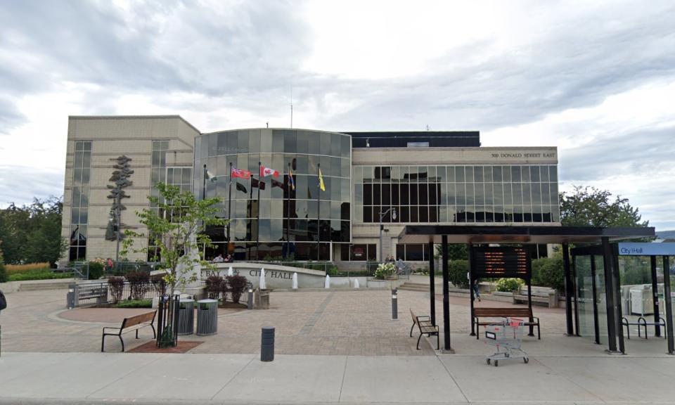 Thunder Bay city hall summer