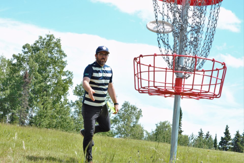 Chris Ozolins of the Ontario Disc Sports Association visited Thunder Bay over the weekend in preparation for the Northern Ontario Disc Golf Tournament. (Photos by Ian Kaufman, TBNewswatch)