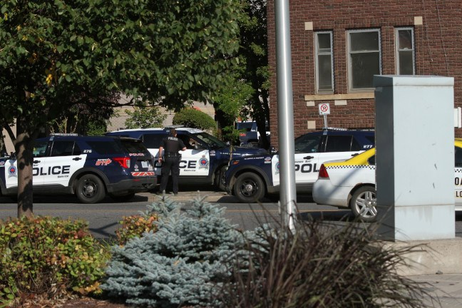 Police responded to a weapons call at a Brodie Street address with numerous cruisers and officers in SWAT gear. (Photos by Justin Hardy, TBNewswatch)