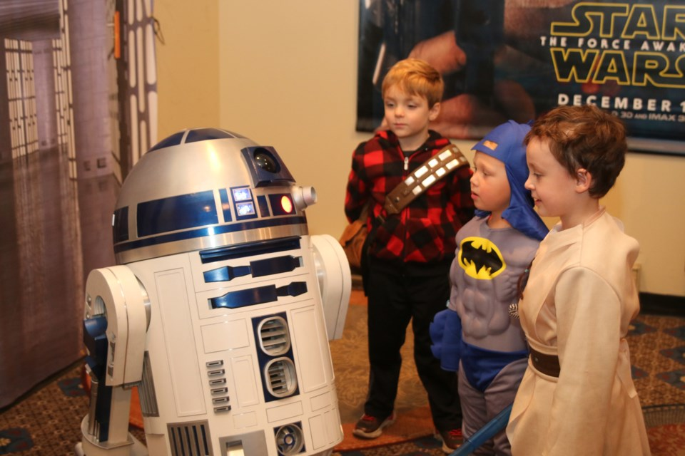 Kids at ThunderCon couldn't believe their eyes when they got to meet a fully functioning R2D2.