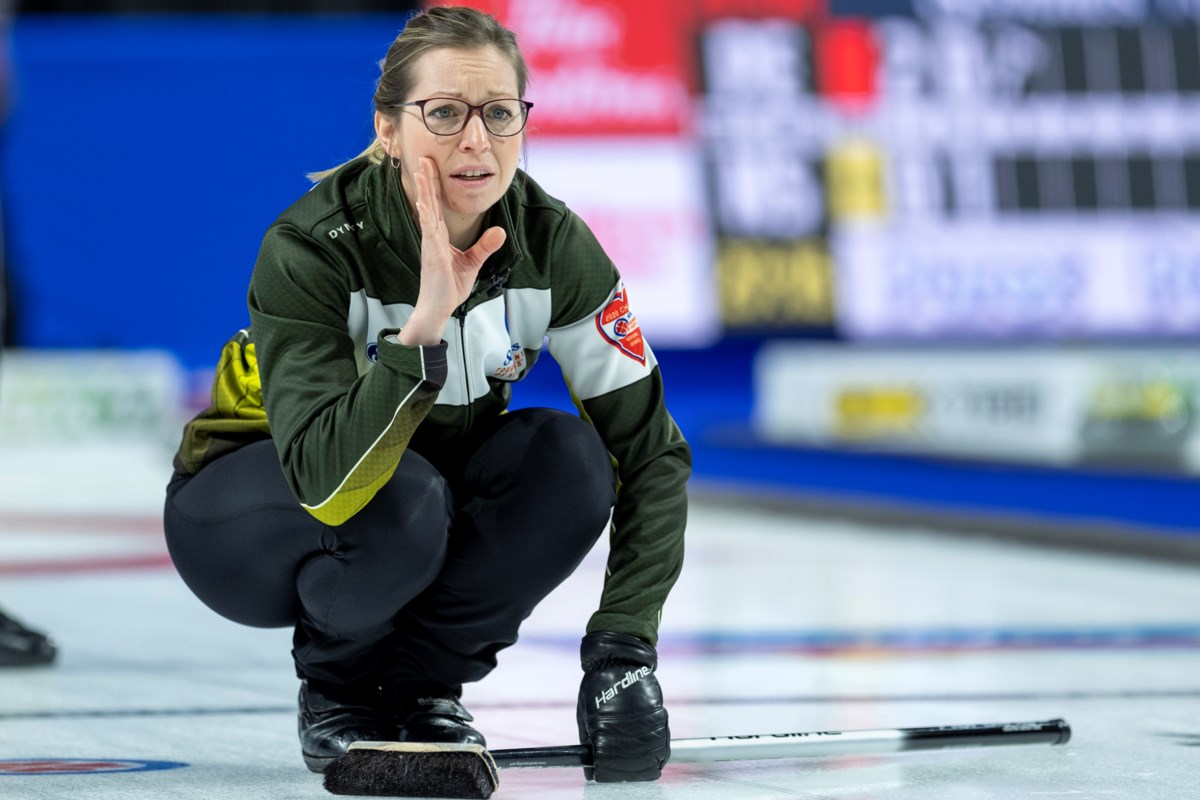 McCarville wins second straight to open Scotties
