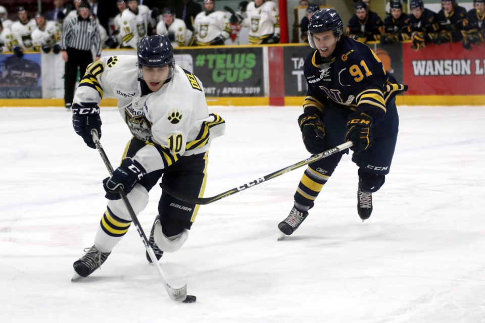 Lakehead's Daniel Del Paggio (left) looks for space around Laurentian forward Ryan Erickson on Saturday, Dec. 29, 2018 at Fort William Gardens. (Leith Dunick, tbnewswatch.com)
