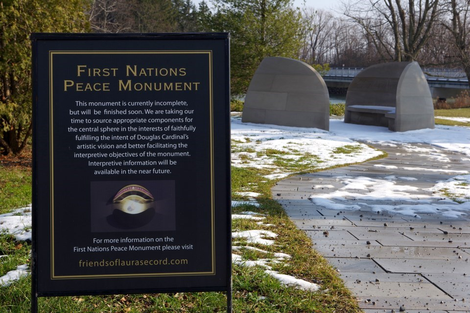 181213first-nations-peace-monument-signb (3)