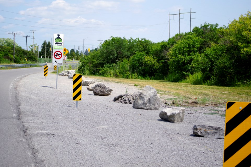 """The """"solution"""" to littering on Niagara Falls Road, may be worse than the problem. Bob Liddycoat / Thorold News"""