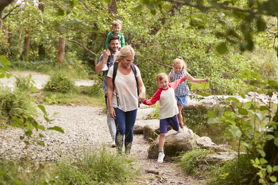 health-hike-family