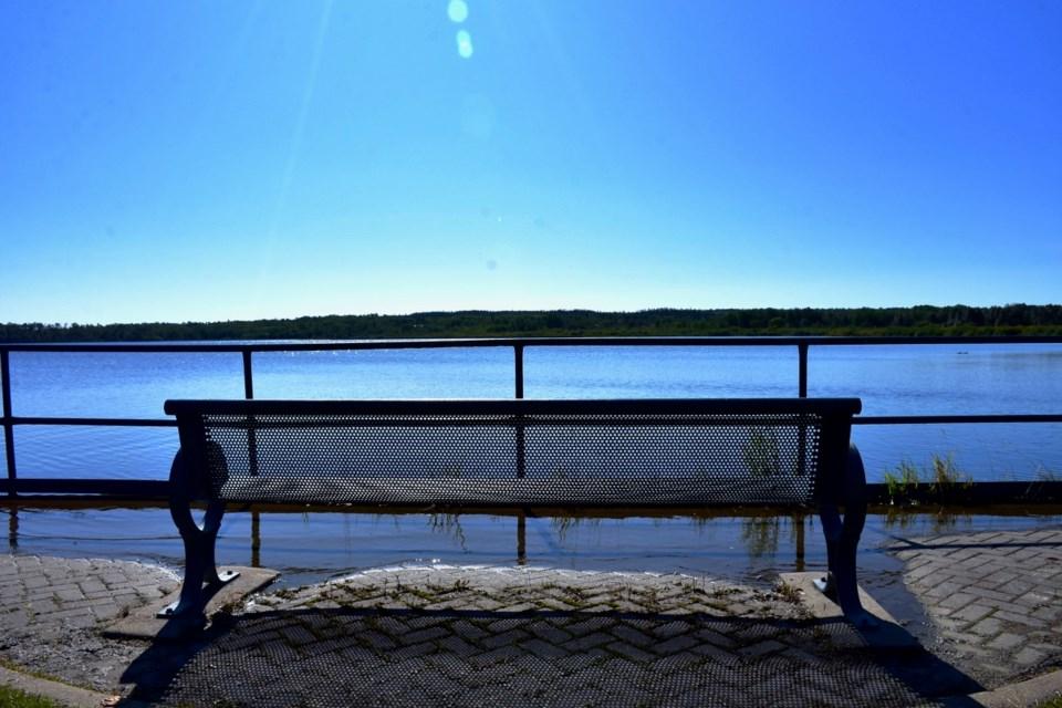 2019-08-20 Porcupine Lake waterfront3 MH
