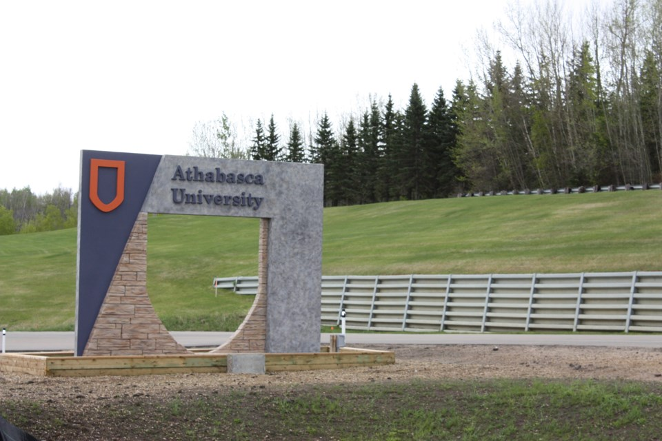 Athabasca University's Dr. Rory McGreal was recently honoured for his case study about Maskwacis Cultural College adapting open educational resources to include localized content for Indigenous courses. 