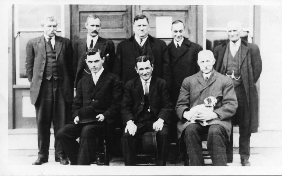 1st city council 1913 (with pet)