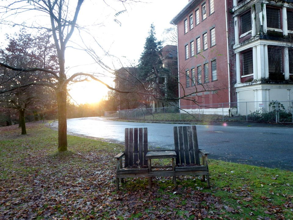 Riverview-building and bench