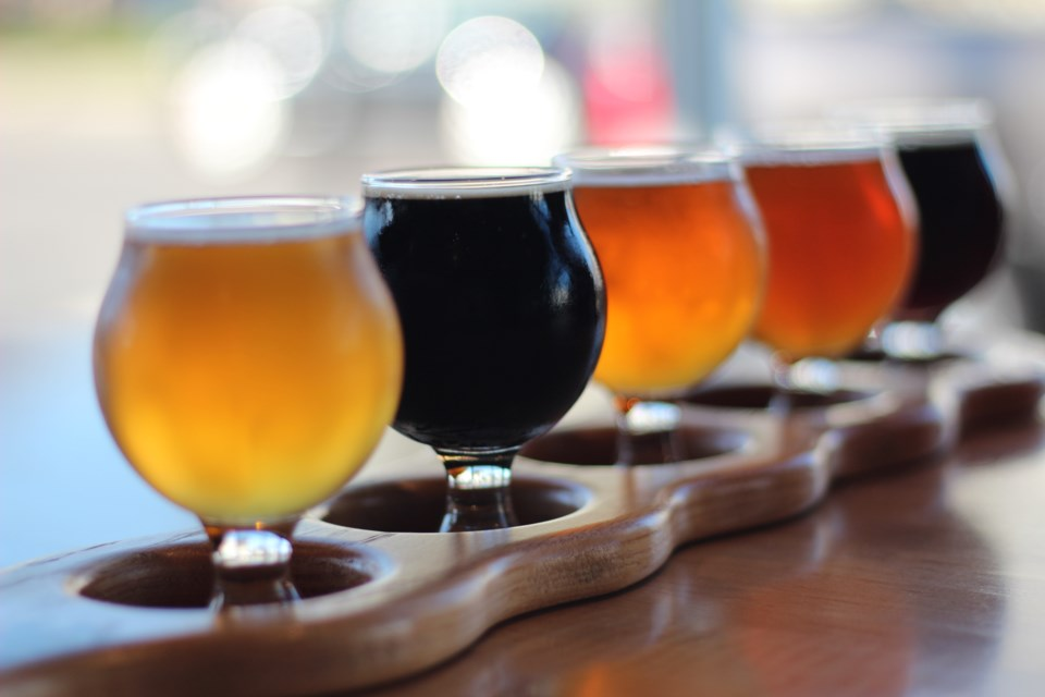 beer flight GettyImages-1156330943