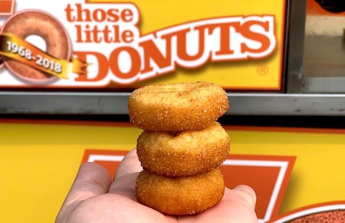 22122919_mini-donuts-stack