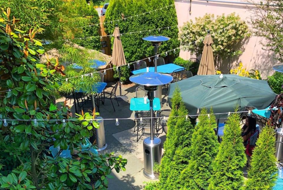 arbor-backyard-patio