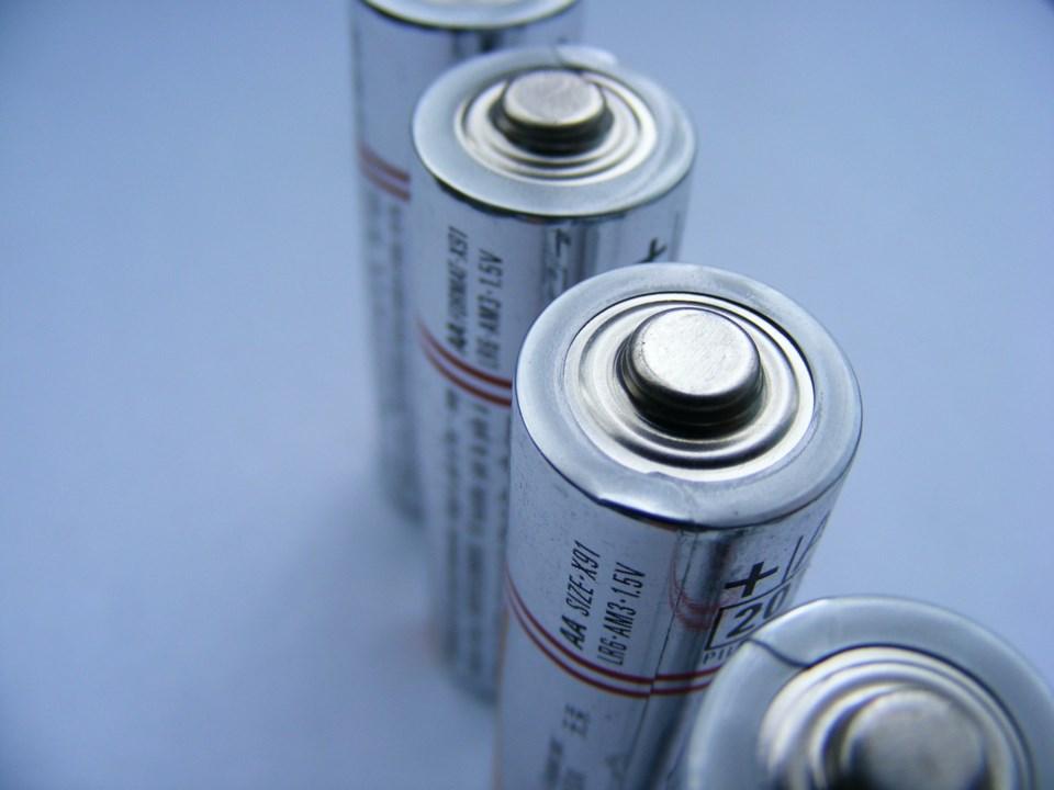batteries-87535_1280