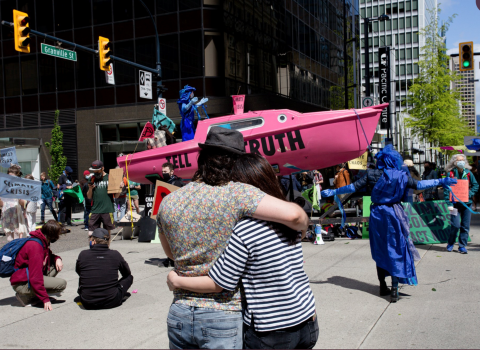 extinction rebellion Vancouver - Granville Georgia - pink tell the truth boat - arrests