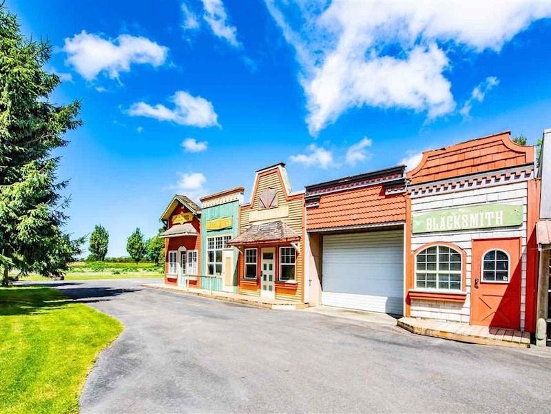 country-estate-town-facades