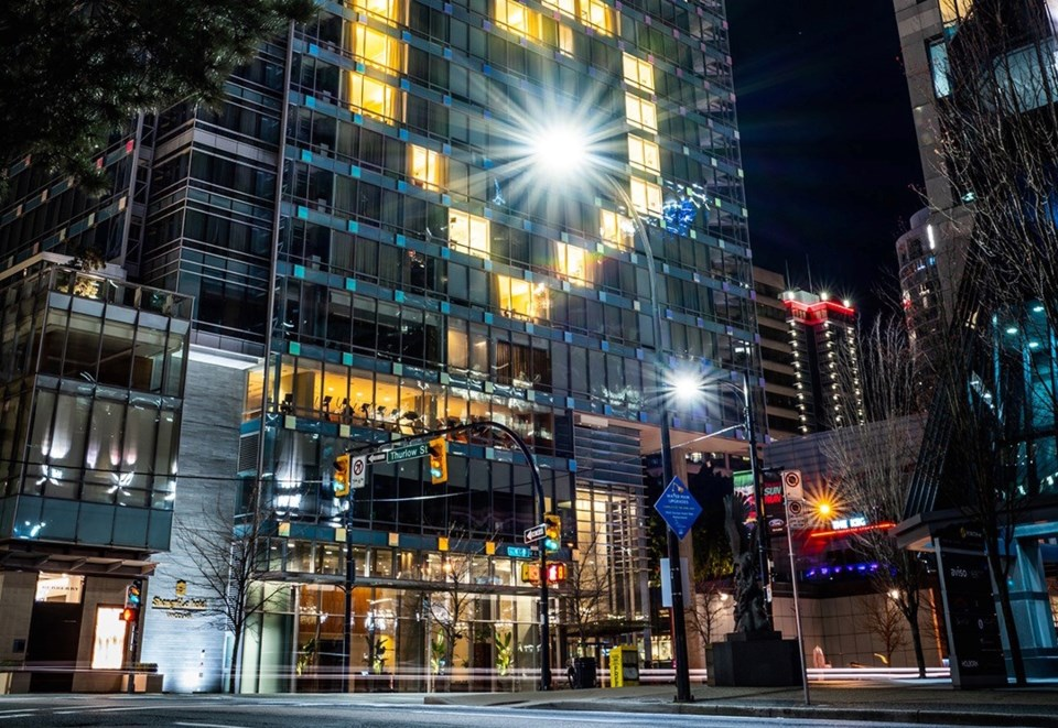 shangri-la-hotel-vancouver-ext-night-heart-2020