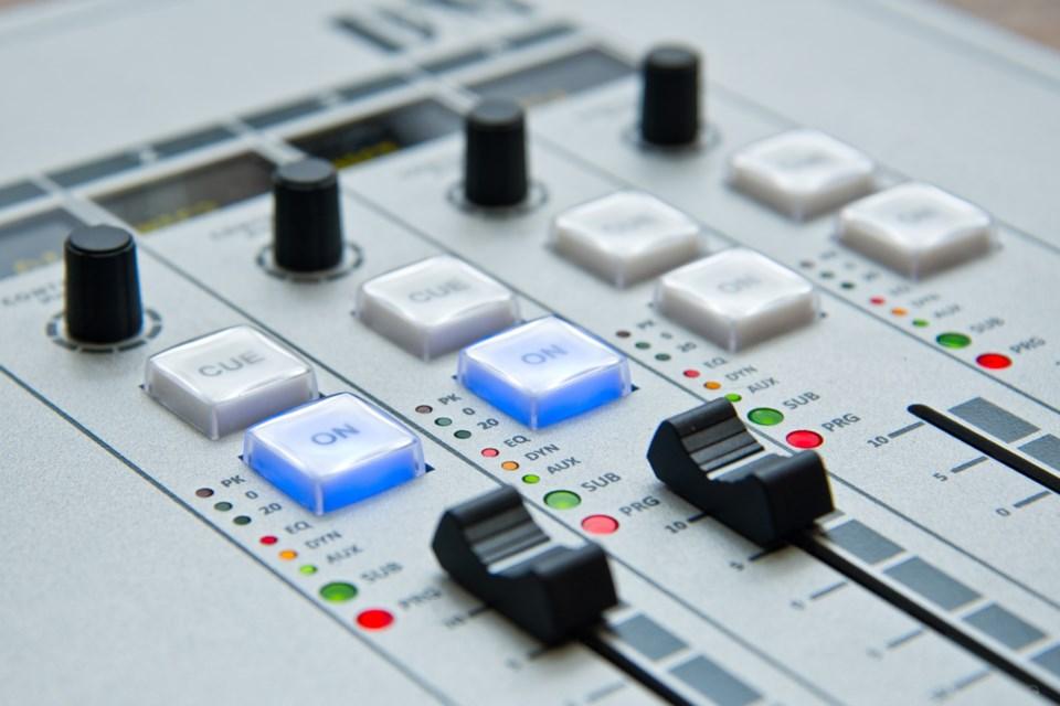 broadcast_radio_Pexels