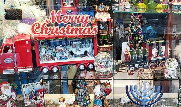 christmas-windows-min