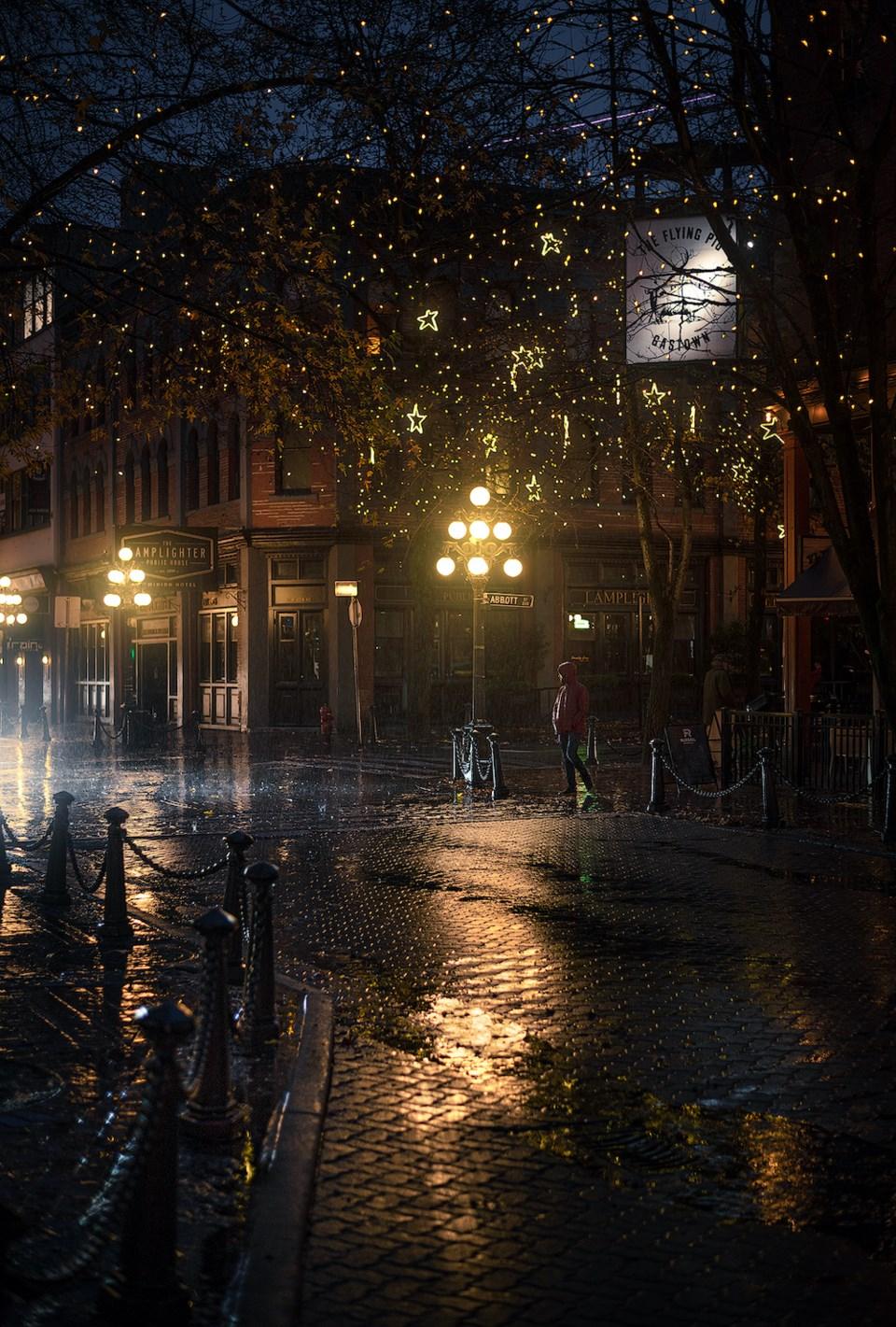 Vancouver-Gastown-lights-2020