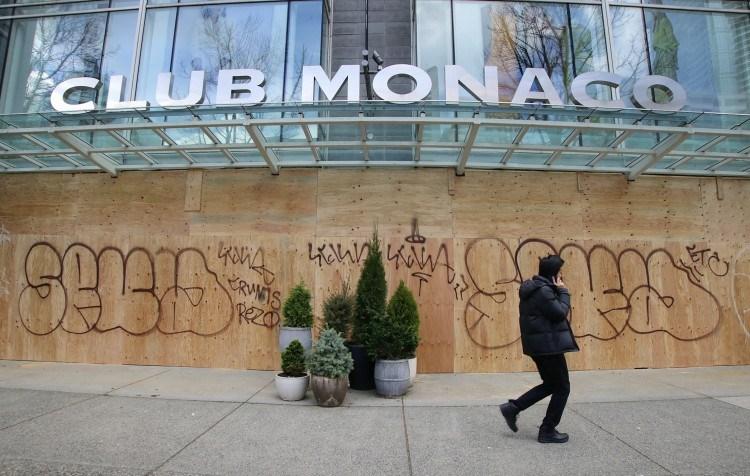 club-monaco-robson