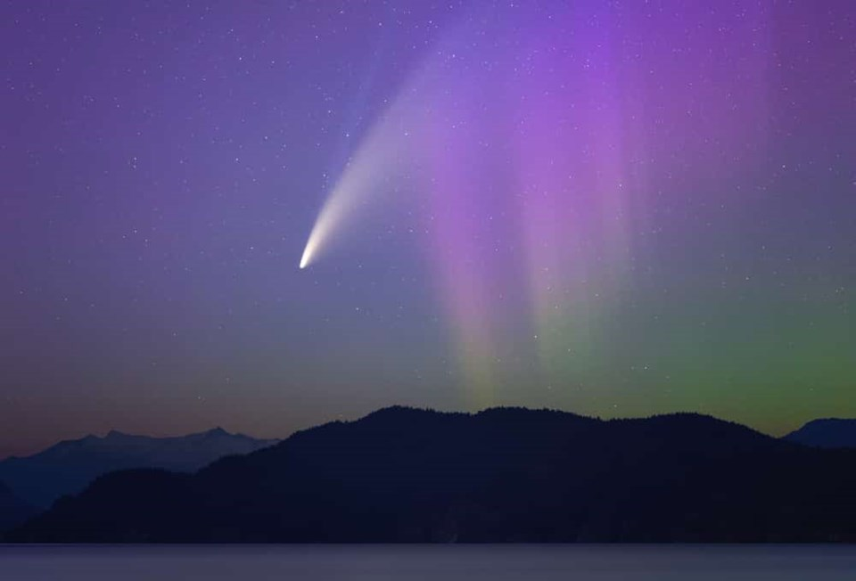 Comet-NEOWISE-and-Aurora_web