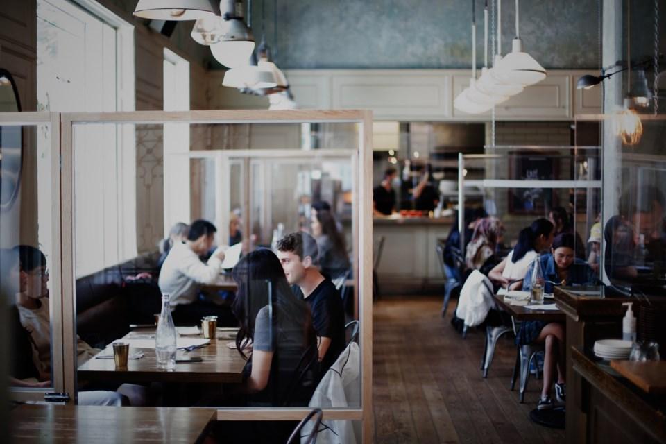 indoor-dining-cafe-medina-vancouver