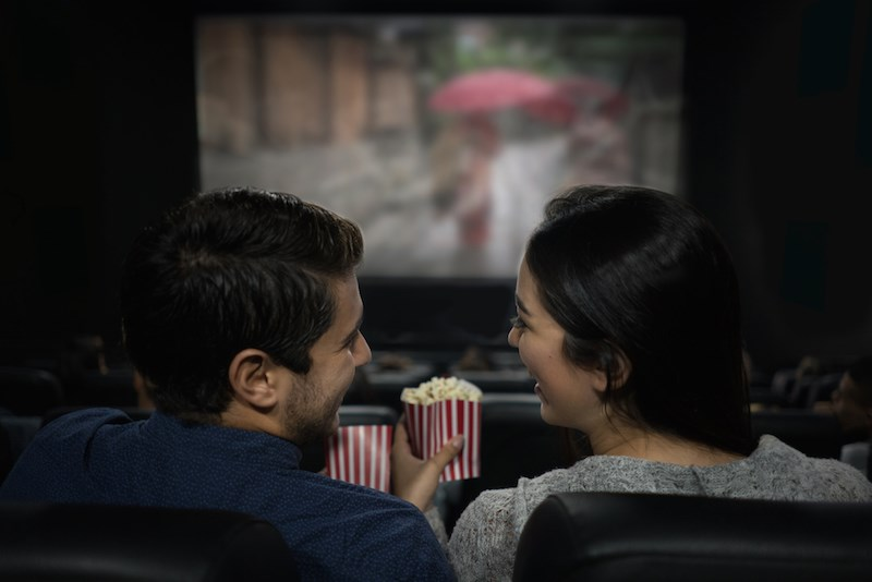 couple-movie-theatre