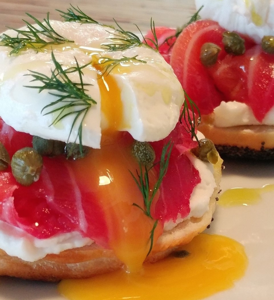 eggs-on-lox-mensch-vancouver