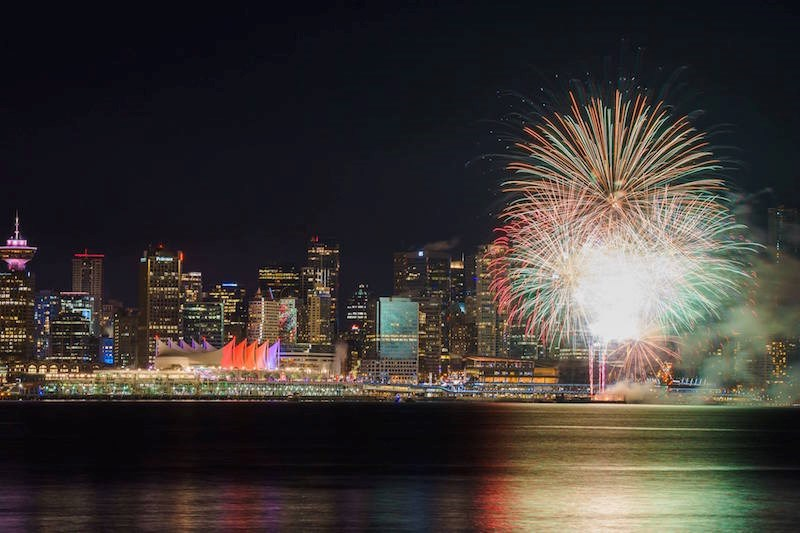 new-years-eve-fireworks-vancouver-2016