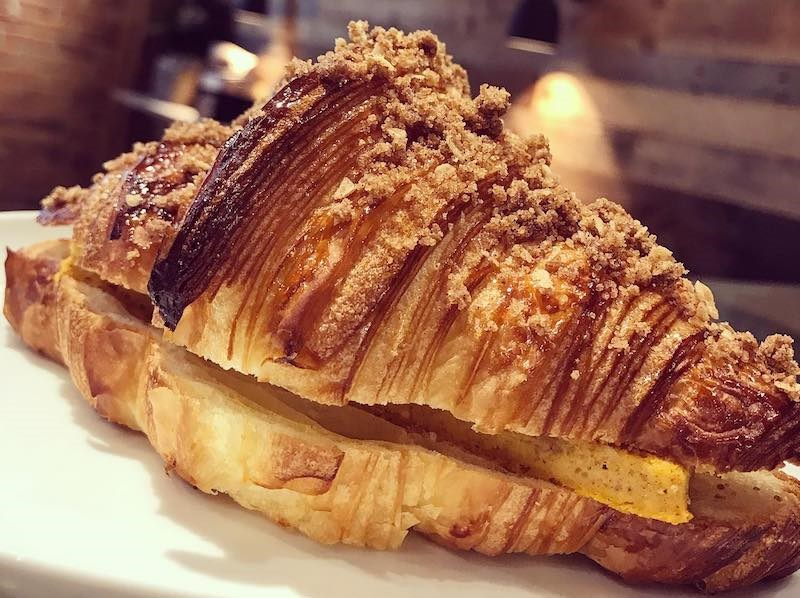 angus-t-bakery-croissant