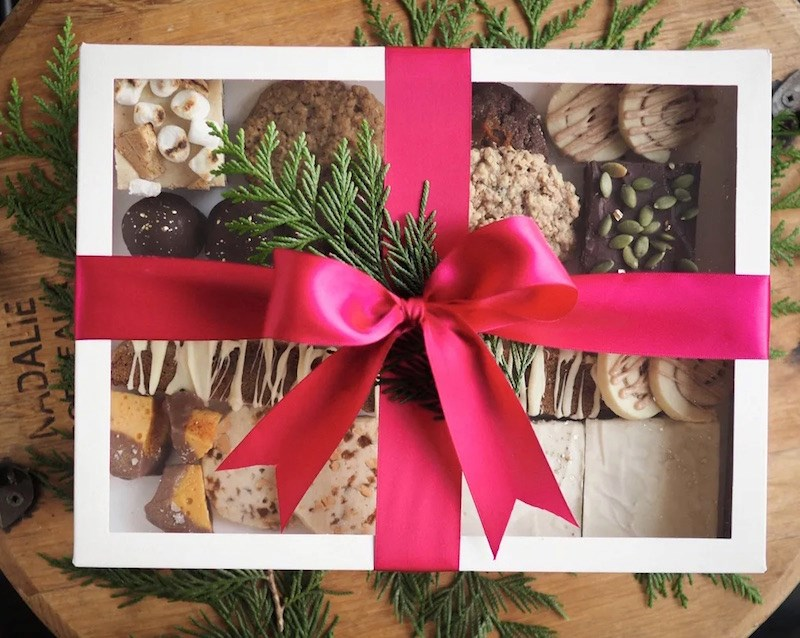 butter-botanicals-holiday-cookie-box