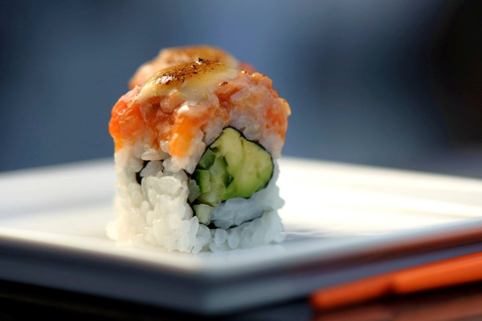 lobby-lounge-rawbar-sushi