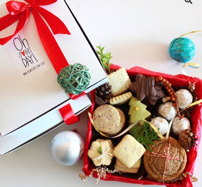 oh-sweet-day-holiday-cookie-box