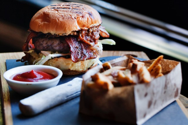 pourhouse-elk-venison-burger
