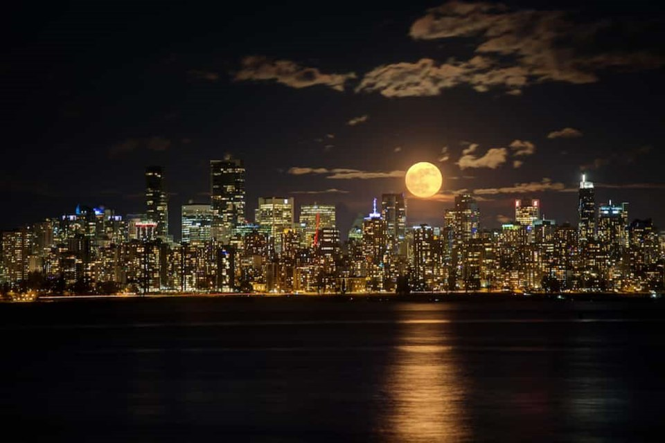 full-moon-rise-vancouver