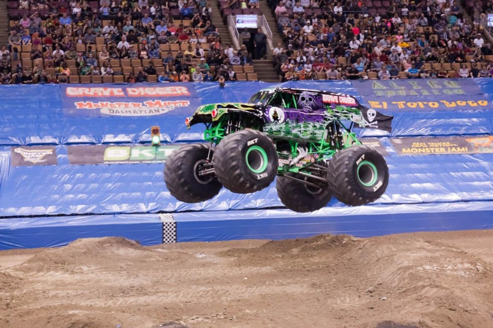 grave_digger_MONSTER TRUCK