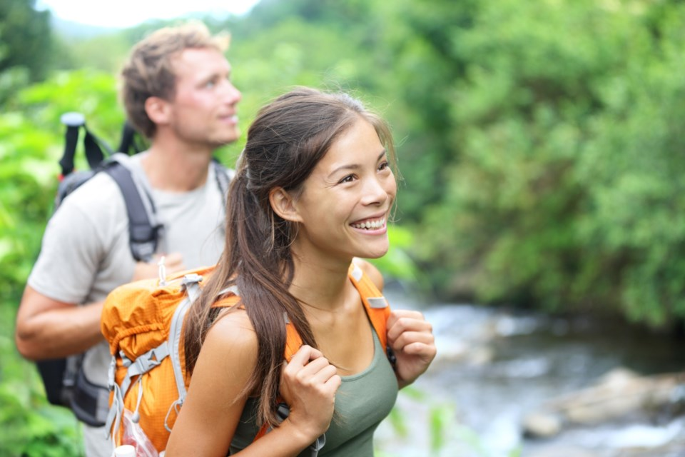 hiking-couple-date-outdoors