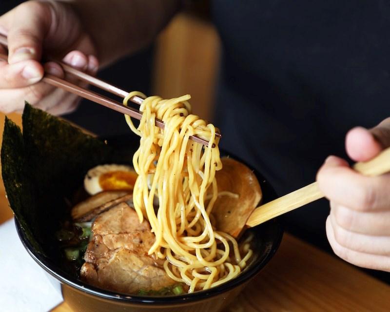 kinton-ramen-noodles-pork