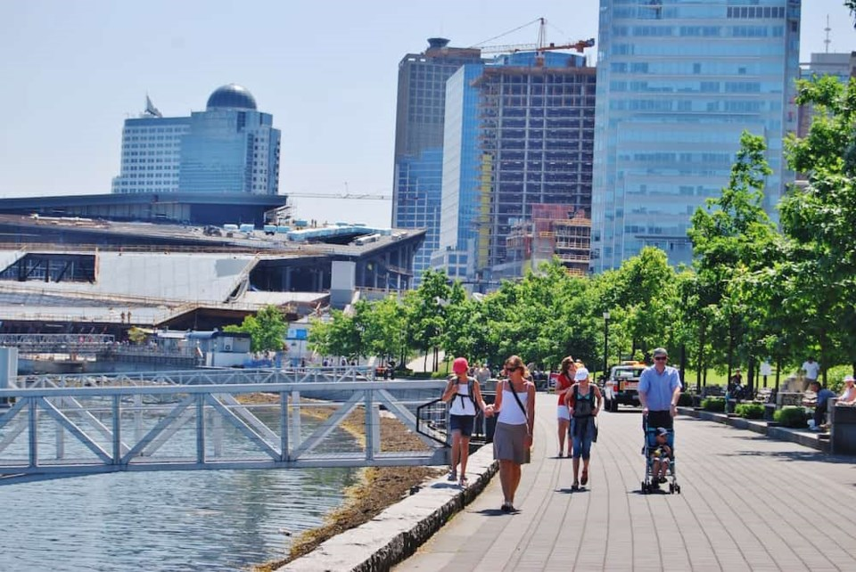 people-walking-vancouver
