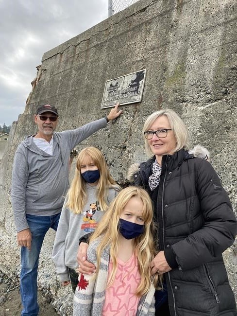 family-point-roberts-border