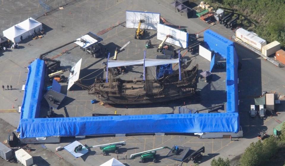 massive-pirate-ship