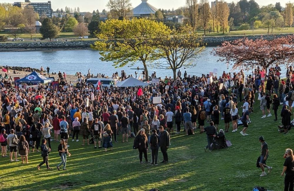Massive crowd gathers on Sunset Beach in Vancouver (PHOTOS, VIDEO)