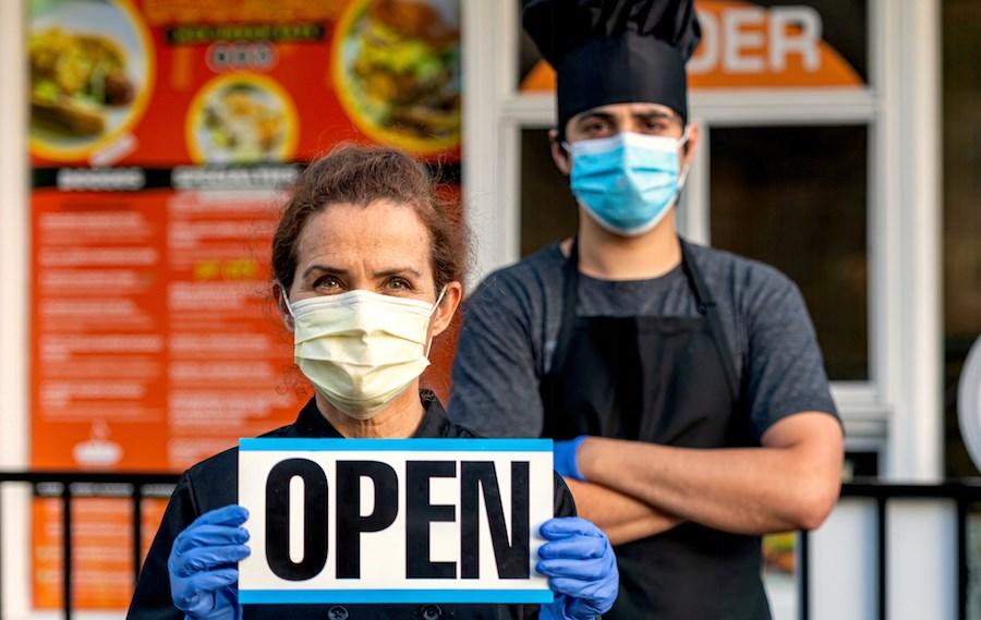 restaurant-open-chef-employee-masks-covid-19