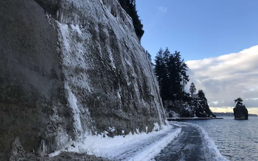Part of the Stanley Park Seawall is closed due to falling ice: Park Board