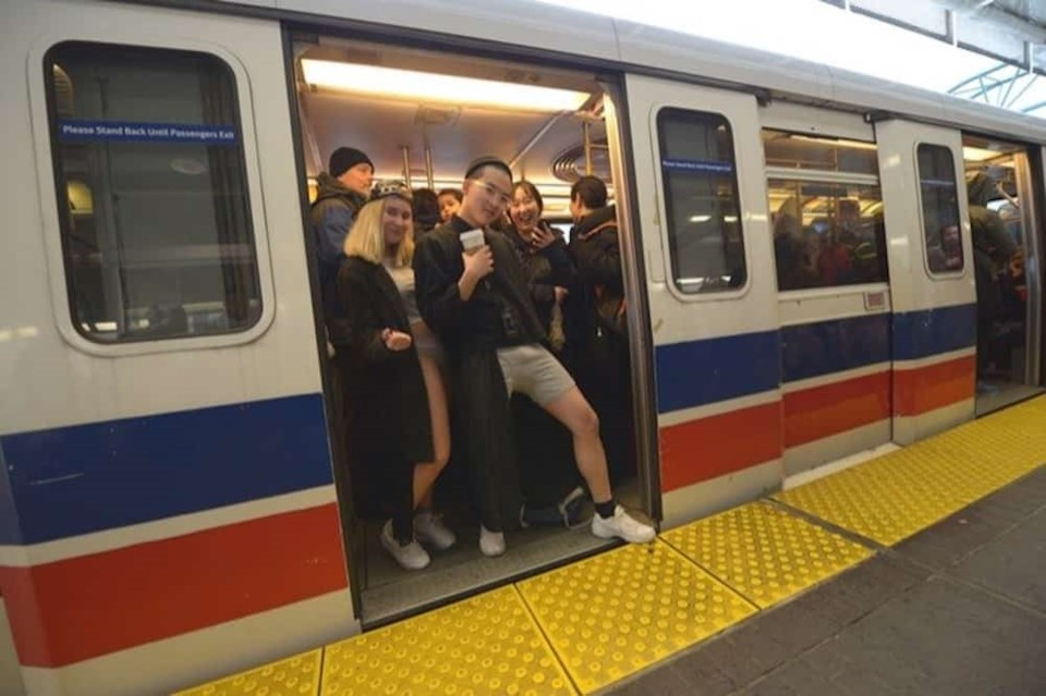 skytrain-doors-people