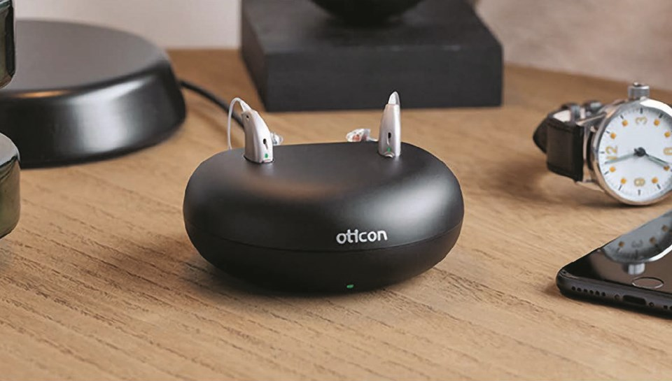 Oticon OpnS and charger copy