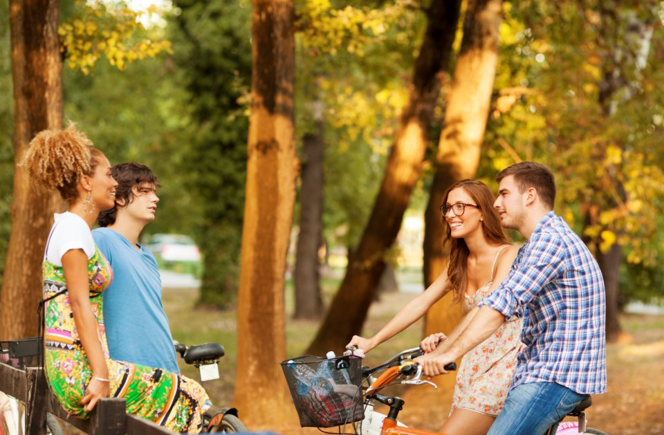 singles-riding-bicycles-gettyimages