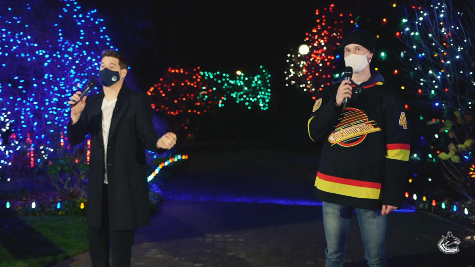 Michael Buble and Elias Pettersson Sing Christmas Carols